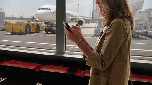 Use Your Smartphone while You Travel At the Airport
